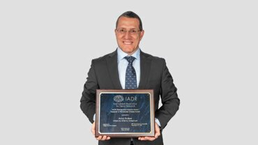 Anton Sculean receives top award from International Association for Dental Research