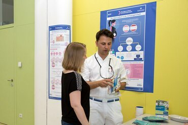 Austria: Interviews and leaflets at dental schools