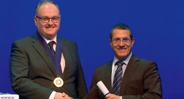 EFP president Anton Sculean receives award from European Orthodontic Society