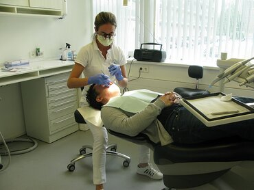 Netherlands: periodontal screenings and promotional film