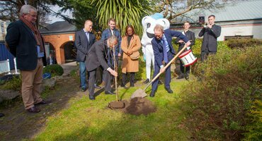 EFP plants tree during Perio Master Clinic 2020 as symbol of environmental commitment